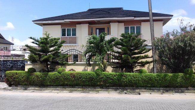 A tastefully finished 5 bedroom fully detached duplex with 2 rooms BQ sitting on 435sqm land